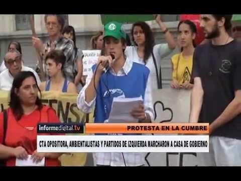 <b>Protesta durante Cumbre. </b>CTA, ambientalistas y partidos de izquierda marcharon a Casa de gobierno