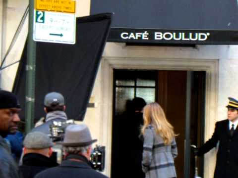 11-1-10 Filming Gossip Girl - Penn Badgley and Blake Lively (Dan and Serena)