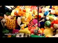 Фрагмент с конца видео It's not you. Claw machines are rigged.