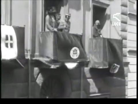 I Reali Savoia assistono a una cavalcata in costume / Nuoro 1929