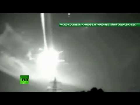 بالفيديو: كرات ملتهبة تغزو سماء إسبانيا وتضيئها