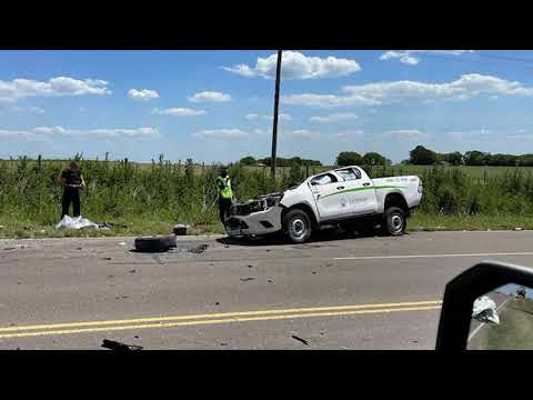 Choque en Ruta 11: camioneta quedó sin su techo tras impactar contra camión
