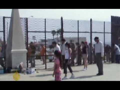 US border wall keeps Mexican immigrants apart - 03 Aug 09