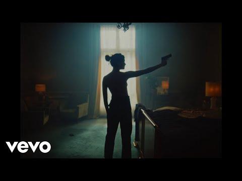 Lefa – Bitch  ft. Vald