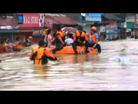 Heavy floods hit Manila