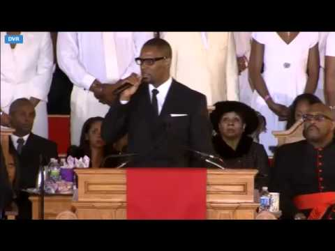 "R. Kelly Sings ""I Look To You"" At Whitney Houston's Funeral -MYGTHADCEFA"