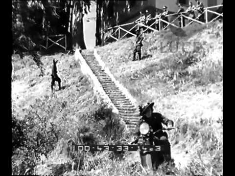 Mussolini e von Blomberg assistono alle esercitazioni della cavalleria e dei reparti dei