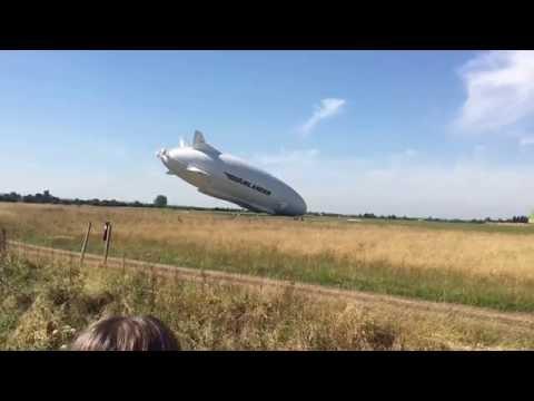 Дэлхийн хамгийн урт нисэх онгоц ослын буулт хийжээ