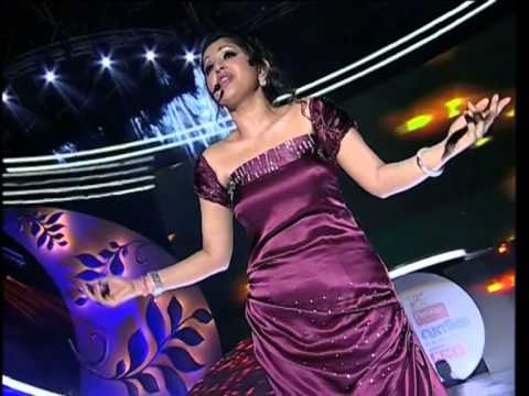 Meera Jasmin singing  for the first time. What a Fabulous Performance!! - Vanitha Film Awards 2013