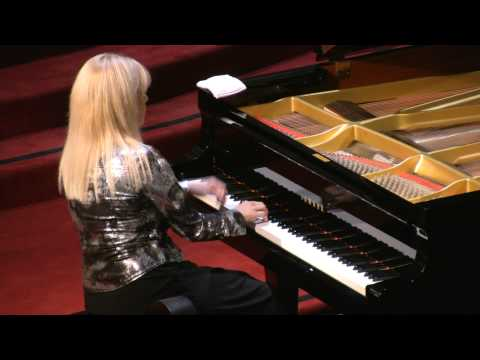 Marta Lledo, piano performs: Astor Piazzolla - Adios Nonino