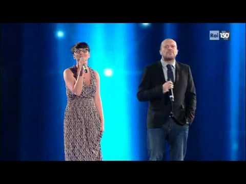 """Sanremo - Max Pezzali e Arisa """"Mamma mia dammi cento lire"""" - Terza serata - 17/02/2011"""