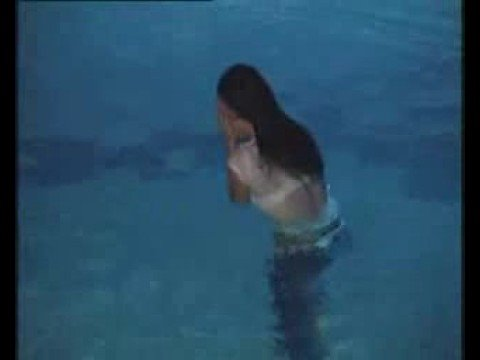 Voditeljica upala u bazen
