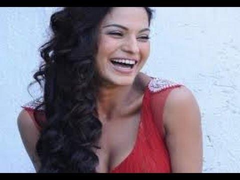 Veena Malik's Item Number In 'Dal Mein Kuch Kala Hai'