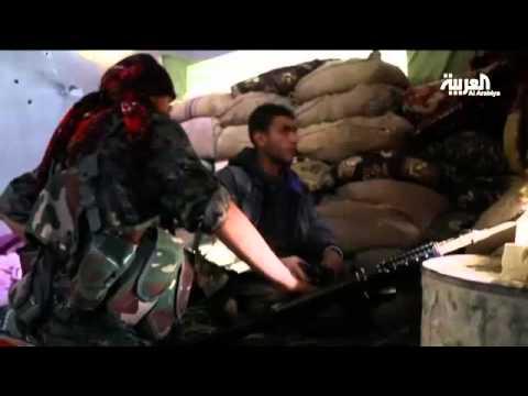 شاهد بالفيديو : مقاتلة كردية تلتقي مع والدها صدفة بساحة القتال