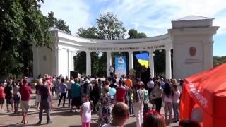 Олег Ляшко погулял по парку в Житомире