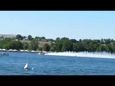 U1 Spirit of Qatar Unlimited Hydroplane Near crash - 2012 Columbia Cup