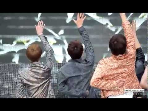 120608 KBS Music Bank Special in Jeonju - Mama Baekhyun fancam