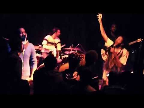 Alwazza & Nile - Give Me The Ring (live in Cairo)