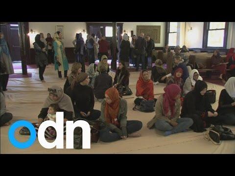 فيديو :  افتتاح أول مسجد للنساء فى أمريكا