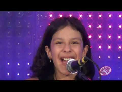 LIVIA E LAURA DUAS GAROTINHAS TOCANDO E CANTANDO A VERDADEIRA MUSICA RAIZ PROGRAMA TITIO DONI NA TV