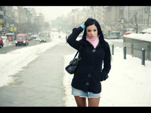 фото девушек в мини юбках.на улице зимой