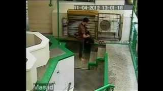 Pencurian sepatu di Masjid Universitas di bandung