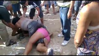 Duas Mulheres Brigam E Ficam Quase Nuas Na Disputa Por Um Homem