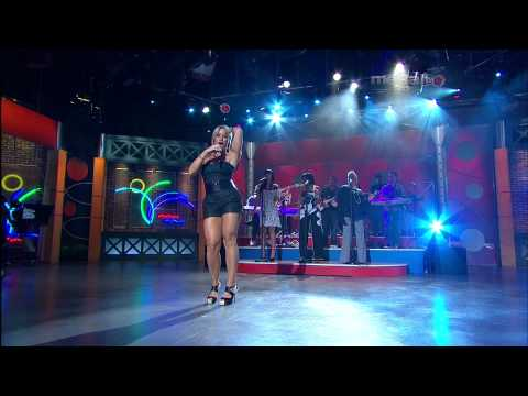 Melina Leon - Me Enamore [Caminando] (HighDef)