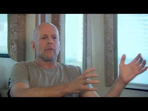 Bruce Willis: Red Interview - UCQMbqH7xJu5aTAPQ9y_U7WQ