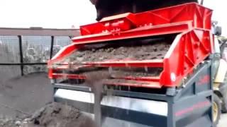 LS28 Erde sieben / Screening of Soil
