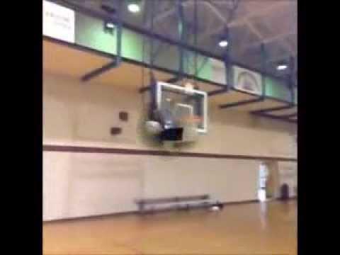 فيديو مهارات كرة قدم رائعة في شباك السلة