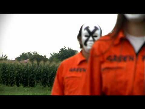Attivisti di Greenpeace tagliano piante di mais Ogm in Friuli