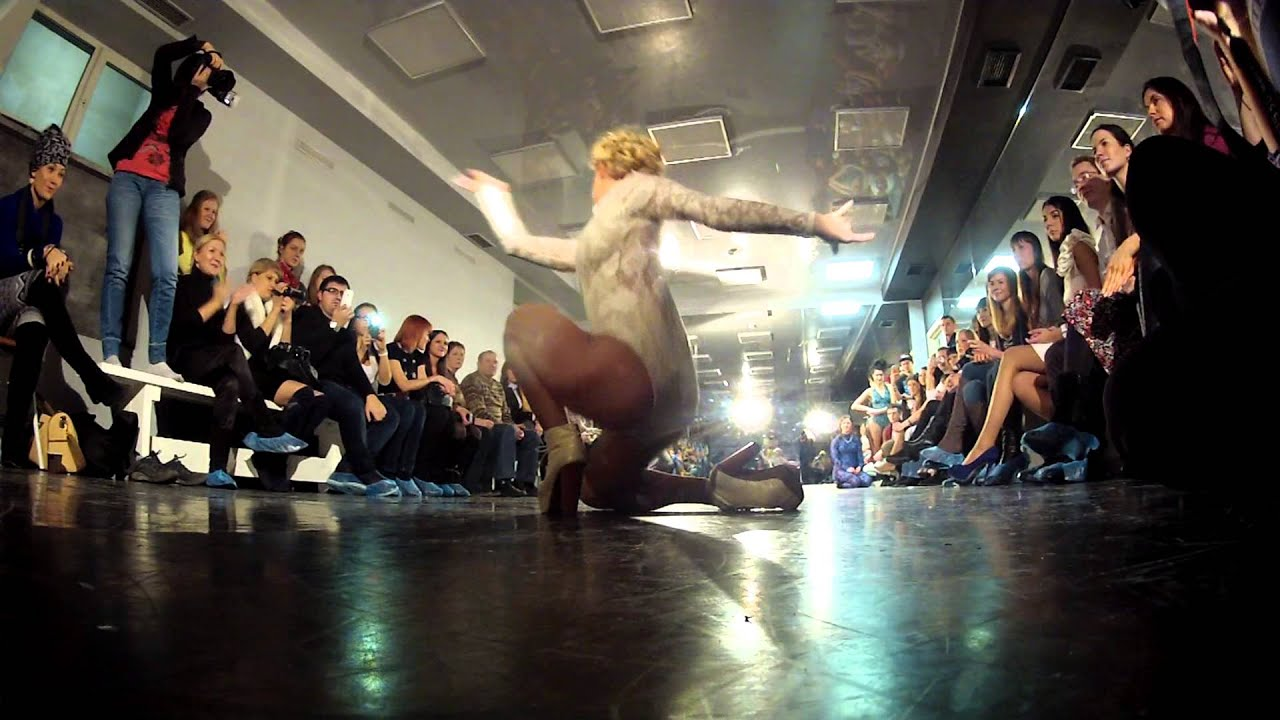 Elena Ninja-Bonchinche' vogue judge performance in da Siberian Snow ball