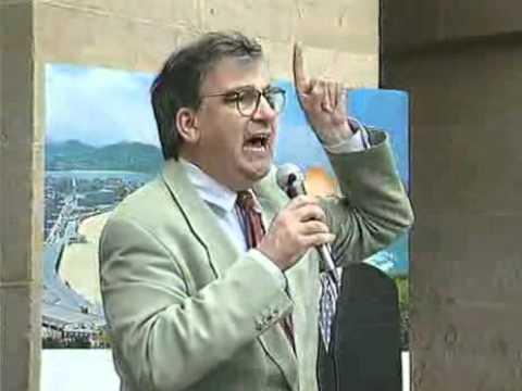 Ernest Lluch (PSC-PSOE) contra los partidarios de ETA durante la tregua en Donosti 1999