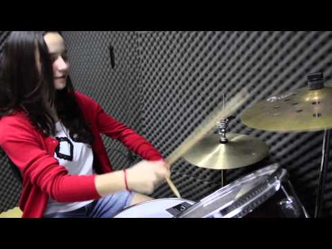 Bia D'Avila - Smoke on the Water - Drum cover.