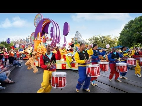 Mickey's 2012 Soundsational Parade at Disneyland (in HD)