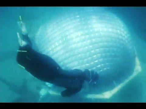 Swim to the underwater room (aka the Bubble Room)