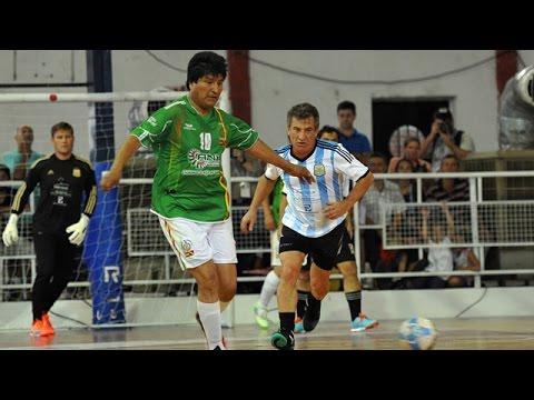 <b>Picadito del Mercosur.</b> Evo gan� el duelo deportivo y el apoyo de la hinchada