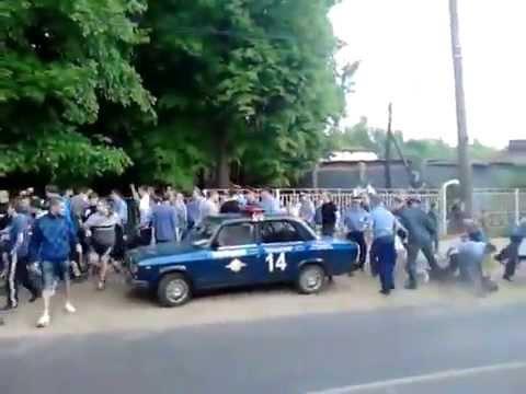 В Выксе футбольные фанаты подрались с сотрудниками полиции