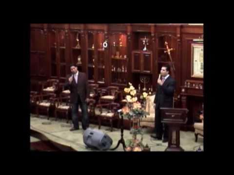 """Andres Garcia en Iglesia Puerta del Cielo cantando """"Yo te doy mi vida"""""""
