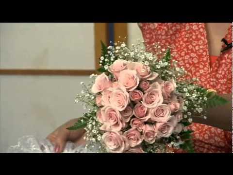 Cách cắm hoa cô dâu bằng Hoa Hồng
