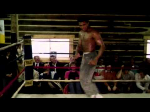 شاهد فيديو.. فيلم جديد يكشف أسرار حياة الملاكم محمد علي كلاي الشخصية