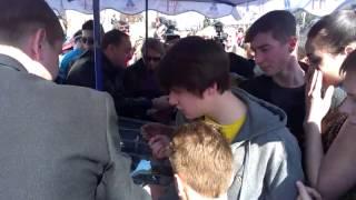 В Житомире бесплатно раздают мороженное
