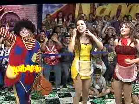 Arely se cae