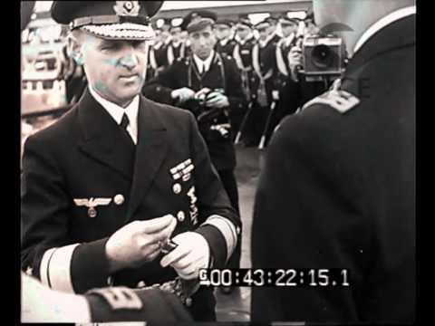 """""""Taranto - La consegna della Croce di ferro tedesca ad Ammiragli e Comandanti della nostra Marina"""