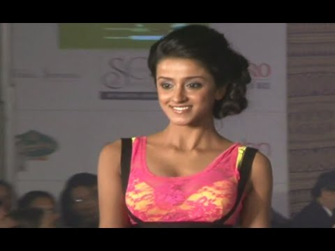 Hot Model Showing Her Bouncing BO0BS in Yellow BRA at Femina Style Diva Fashion Show
