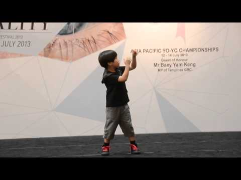 "فيديو: طفل ياباني 6 سنوات رهيب في اللعب بالـ""يويو"""