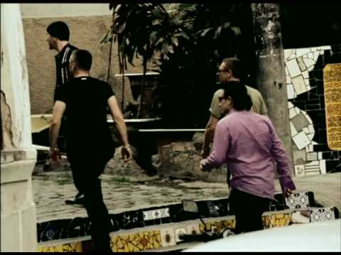 U2 - Walk On (All That You Can't Leave Behind, 2000)(High Quality)