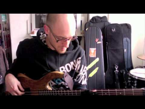 Soloing on static dominant chords - Part 1 - BASS LESSON with Scott Devine