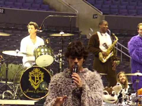 Jonas Brothers Staples Center Soundcheck 8-8-09 - Video Girl